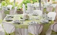 Une table pour un mariage en vert et blanc pour Question, Info